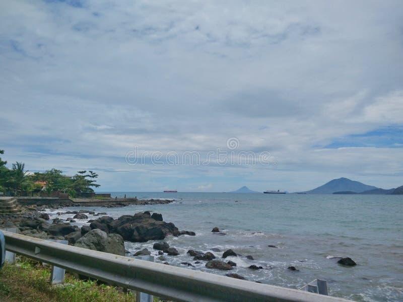 Тропический пляж рая в Индонезии стоковое изображение