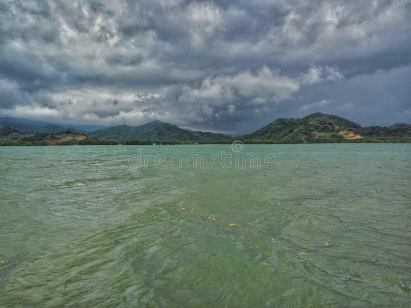 Тропический пляж рая в Индонезии стоковые изображения rf