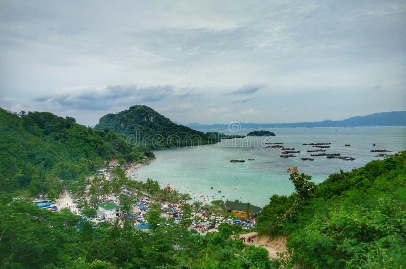 Тропический пляж рая в Индонезии стоковое фото rf