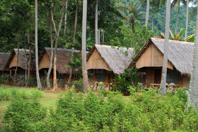 Тропический пляжный комплекс в бамбуковом заливе, остров Ko Lanta в тайском стоковые изображения