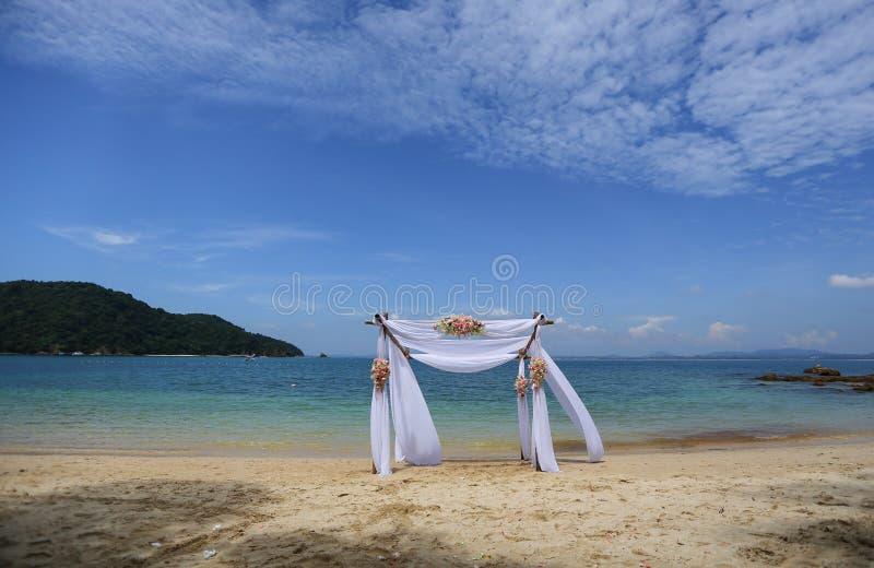 Тропический пляж на острове самоцвета стоковые изображения rf