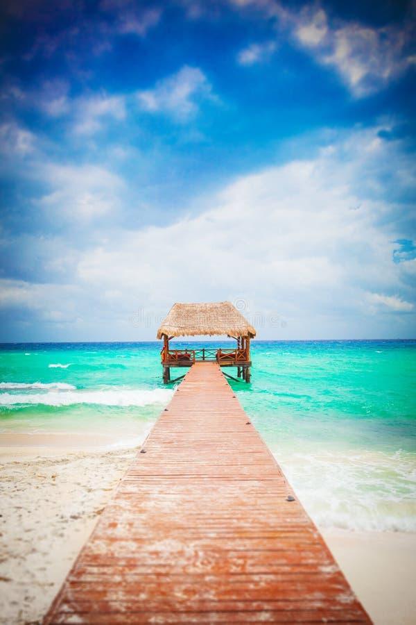Тропический пляж с молой. Мексика. Майя Ривьеры. стоковые фото