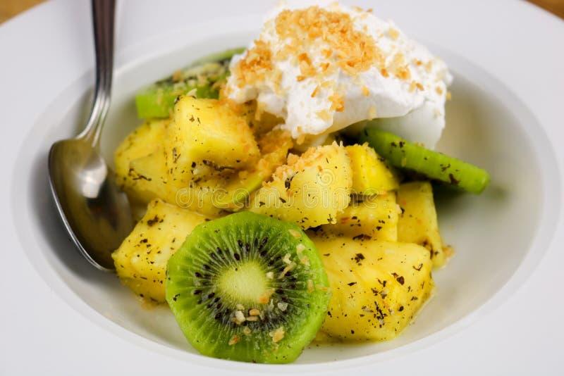 Тропический фруктовый салат стоковая фотография rf