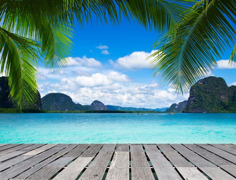 Download Тропическое море стоковое фото. изображение насчитывающей ясность - 33729260