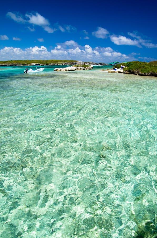 Download Тропическое море стоковое фото. изображение насчитывающей релаксация - 33730248