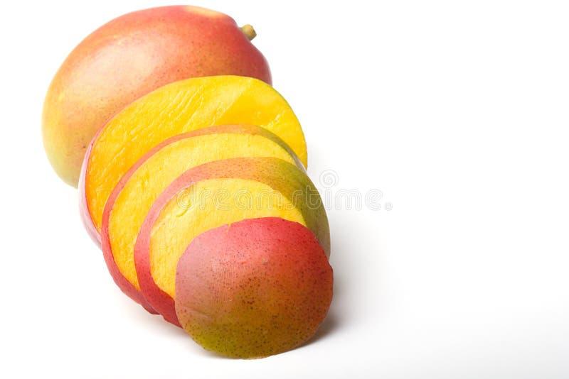 тропическое сочного мангоа свежих фруктов зрелое отрезанное стоковое фото