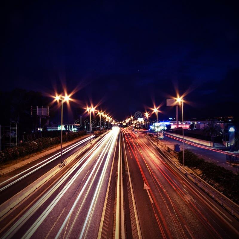 тропки света автомобилей стоковые фотографии rf