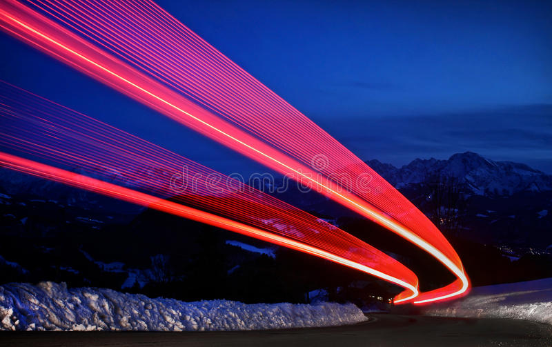 Тропки света на хайвее стоковое изображение rf