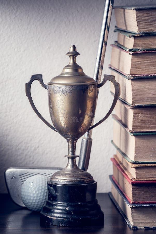 Трофей и гольф стоковые фото