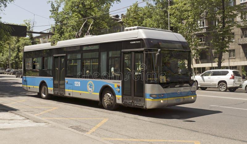 Троллейбус Алма-Аты - Neoplan стоковая фотография rf
