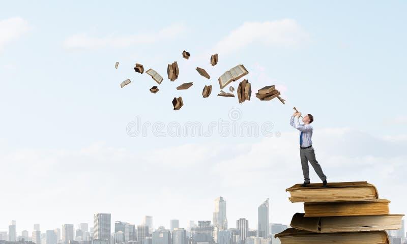 Труба игры бизнесмена стоковое изображение rf