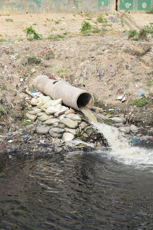 Труба излучения отходов стоковая фотография