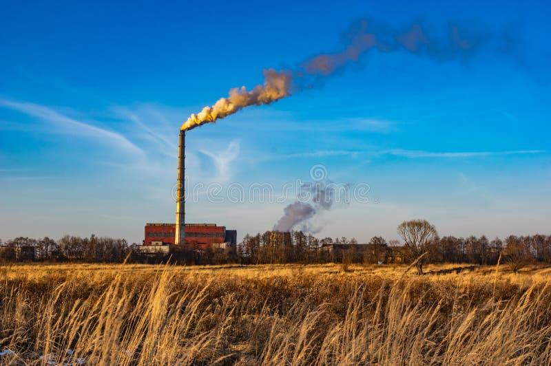 Труба электрической станции тепловой мощности стоковые фотографии rf
