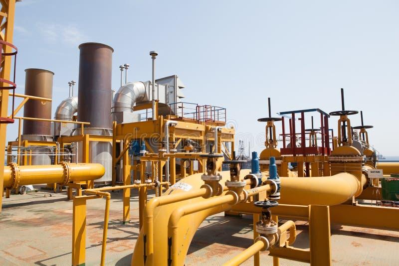 Трубопровод нефтяной платформы и система транспортировки давления стоковые фотографии rf
