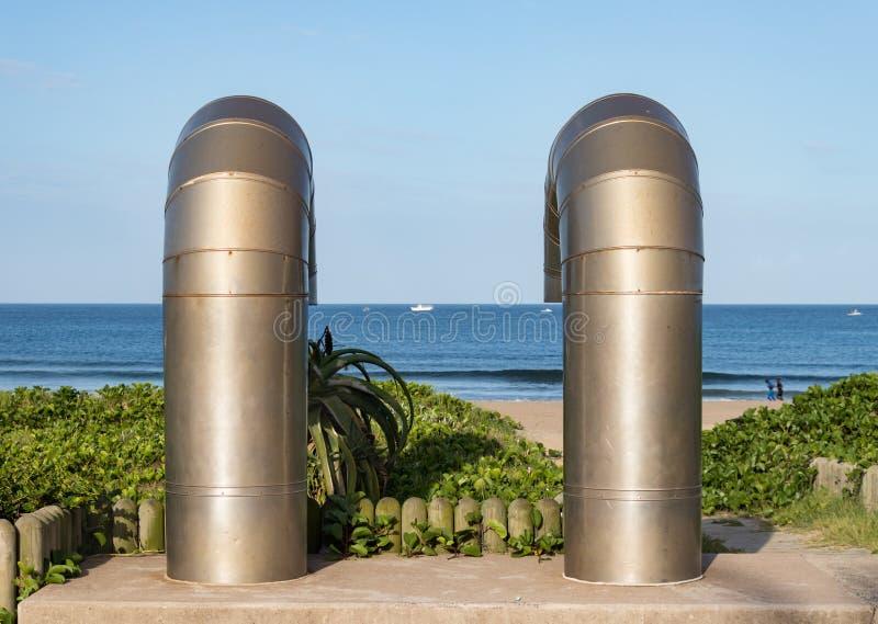 Трубы воздуха для сток-вентиляции на тротуаре фронта пляжа в Дурбане, Южной Африке стоковая фотография rf