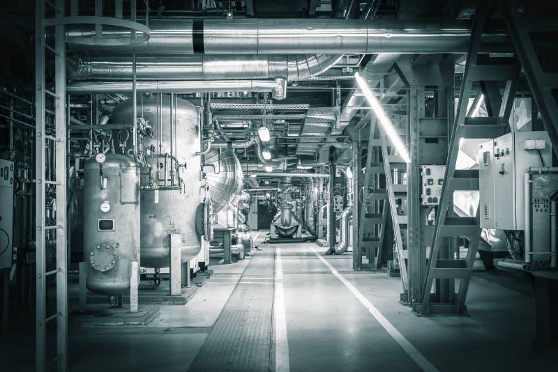 Трубы в современной станции тепловой мощности стоковая фотография