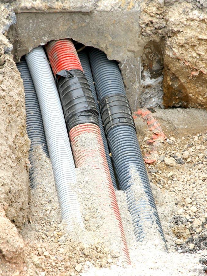 Трубы из волнистого листового металла для класть провода телефона и электрические кабели стоковое изображение rf