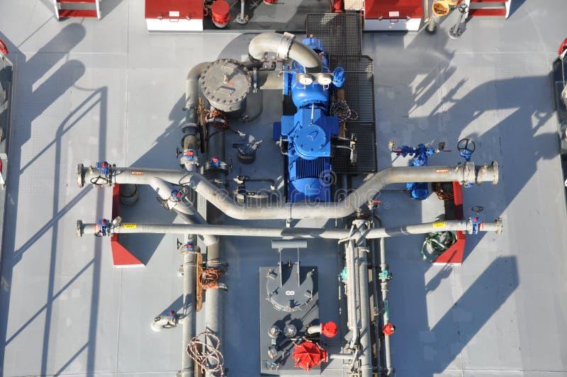 Трубы и трубки на корабле топливозаправщика стоковая фотография