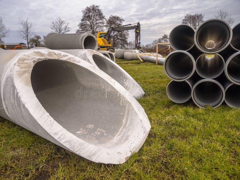 Трубы на строительной площадке стоковые фото