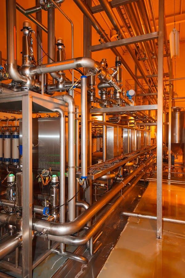 Трубы, танки для пищевой промышленности стоковое изображение rf