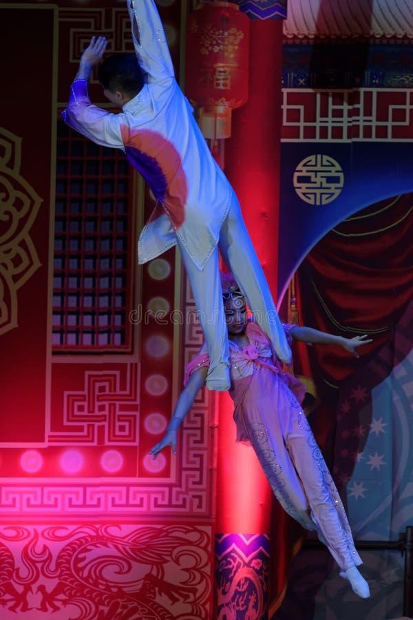 Труппа Jinan циркаческая выполняет в Санкт-Петербурге, России стоковые изображения rf