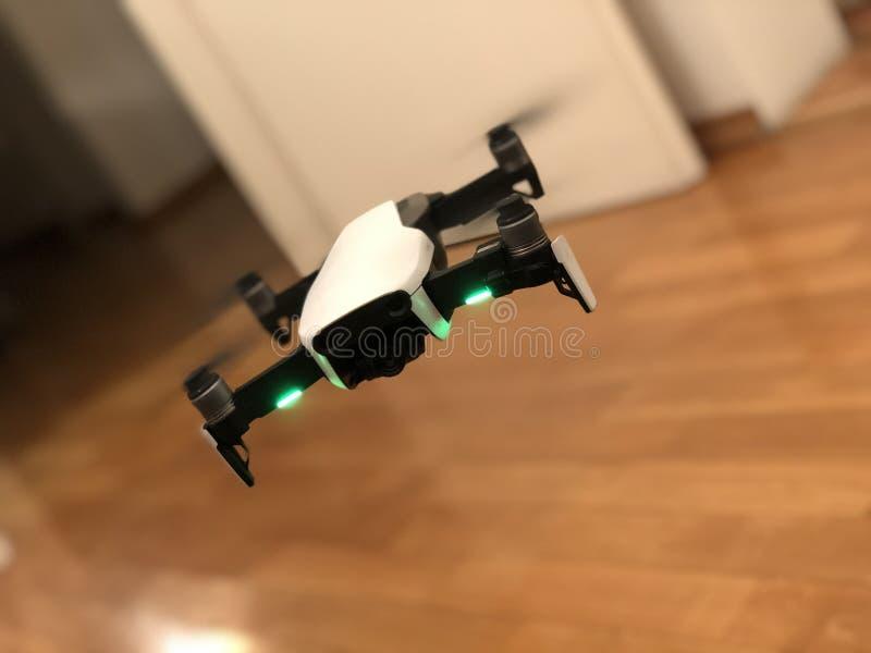 Трутень воздуха DJI Mavic стоковая фотография