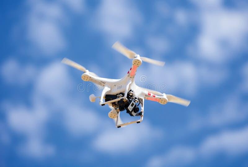 Трутень uav Quadrocopter летания стоковое изображение rf