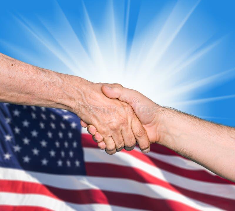 Download Трясти руки 2 мужских людей Стоковое Фото - изображение насчитывающей занятость, корпоративно: 41663342
