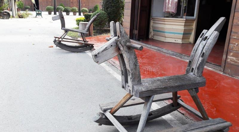 Тряся лошадь сделанная древесиной стоковое изображение rf