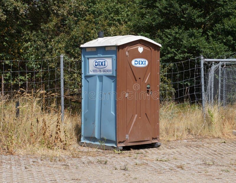 Туалет портативной машинки Dixi стоковое фото