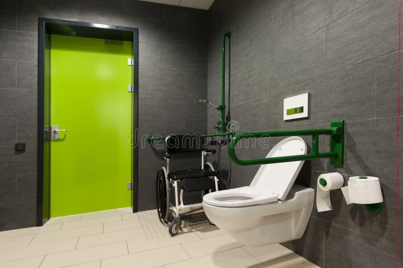 туалет с ограниченными возможностями людей стоковые изображения