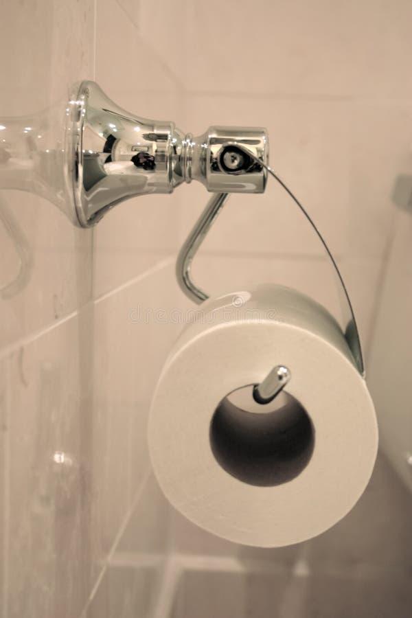 туалет ткани ванной комнаты стоковое фото