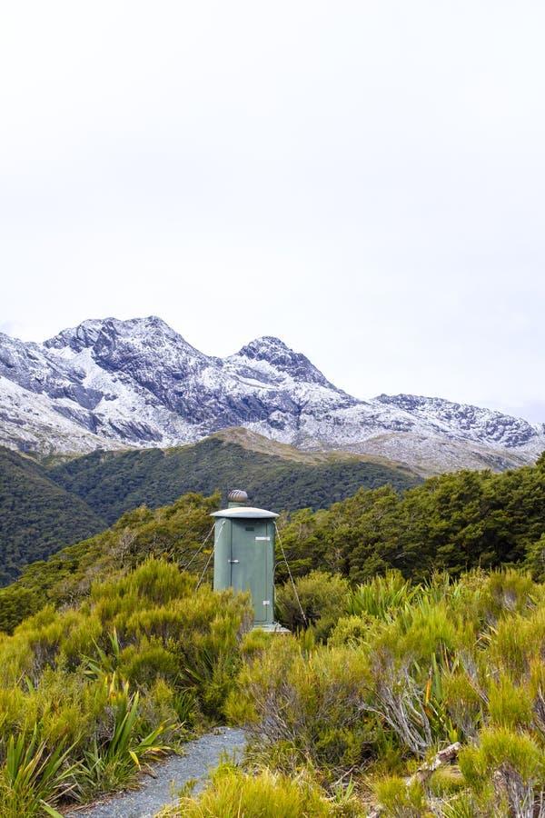 Туалет ямы на походе горы стоковое фото rf