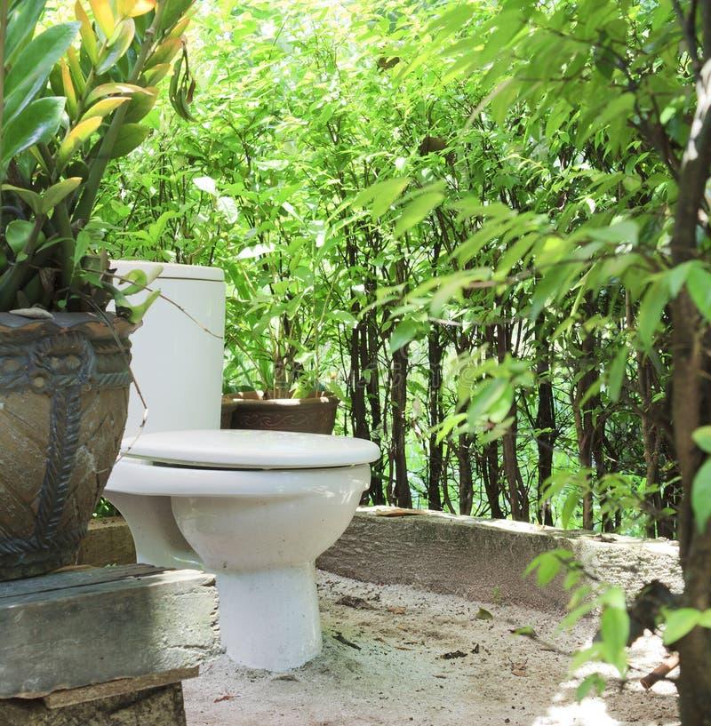 туалет outhouse стоковое изображение rf