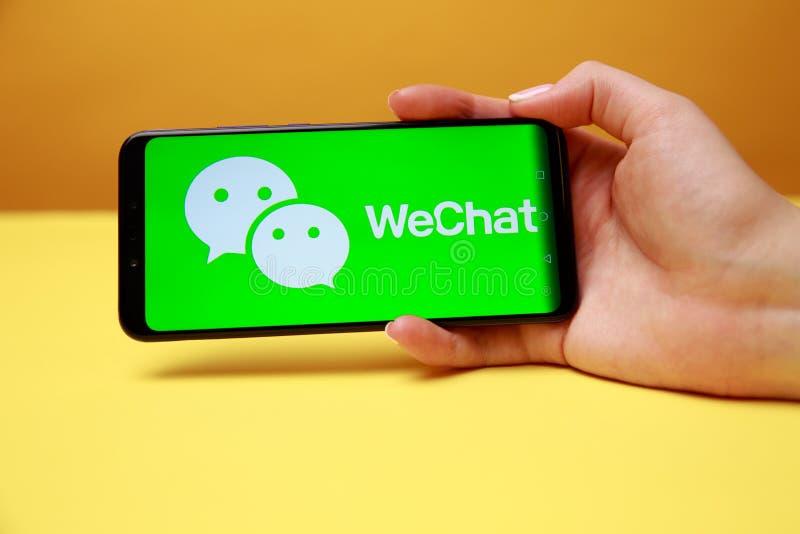 Тула, Россия 17 06 2019 WeChat на дисплее телефона стоковое изображение rf