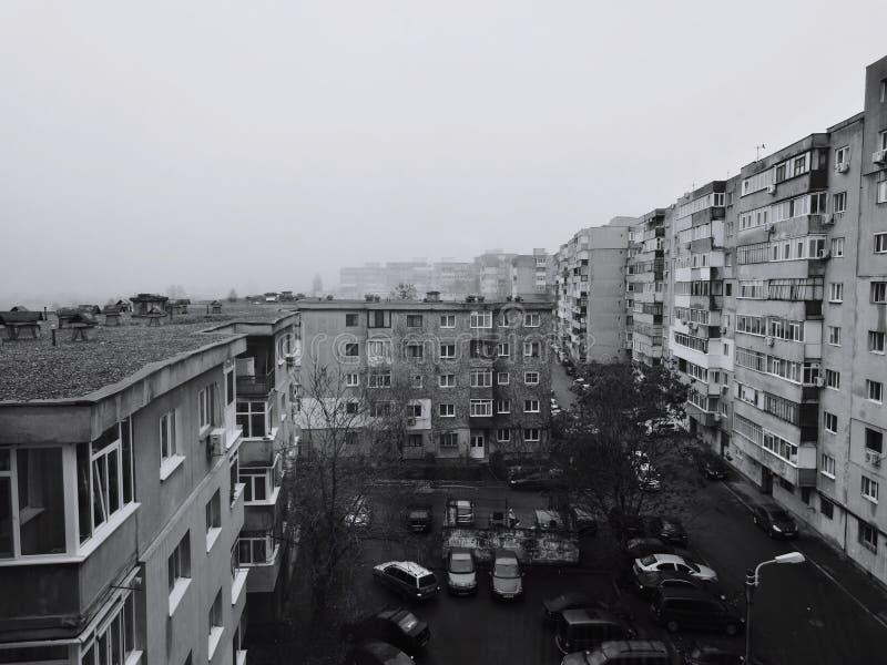 Туманное утро в восточной Европе стоковое фото rf