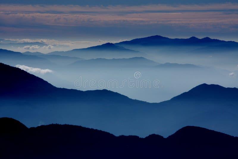 туманное утро стоковая фотография rf