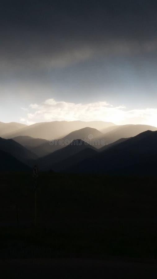туманные горы стоковая фотография rf