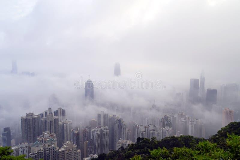 Туманный горизонт Гонконга стоковое фото
