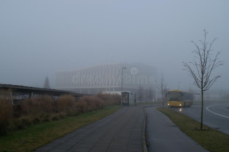 Туманный день в Дании, Viborg в декабре 2016 стоковые изображения