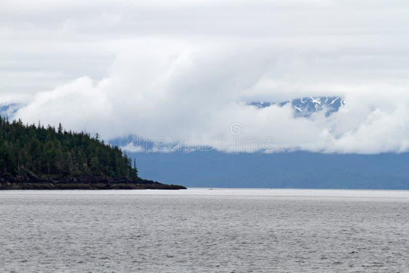 Туманный национальный монумент фьорда стоковое изображение rf