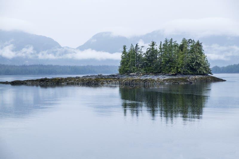 Туманный фьорд Аляска #2 стоковая фотография rf