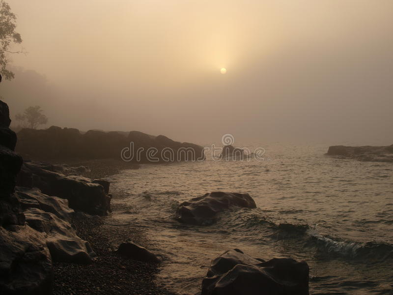Туман восхода солнца и утра на озере стоковая фотография