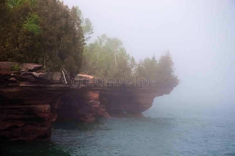 Туман над пещерами моря острова дьяволов стоковые фото