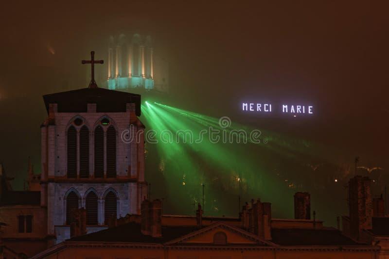 Туман на выставке холма и лазера стоковое фото