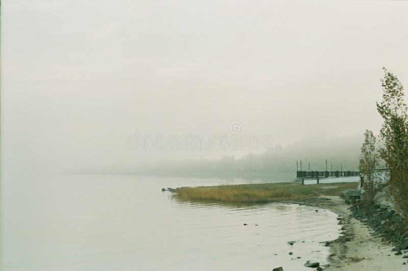 Туман на обваловке стоковая фотография rf