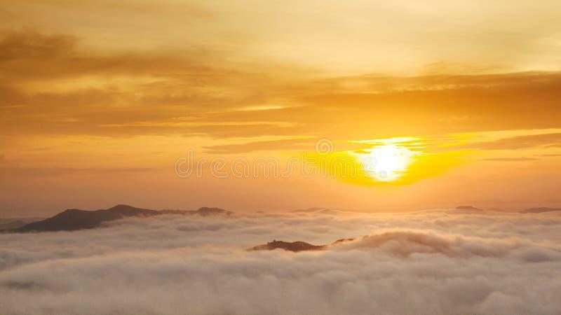 Туман утра в Songkla, Таиланде стоковые изображения