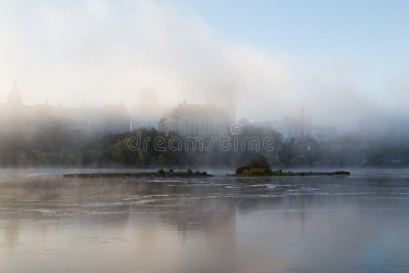 Туман утра на реке Оттавы стоковая фотография rf