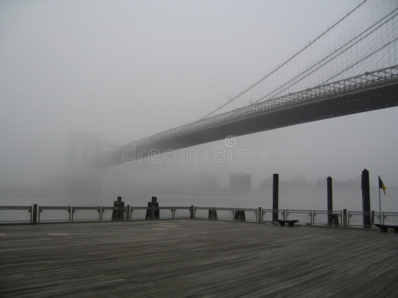 туман brooklyn моста стоковая фотография rf