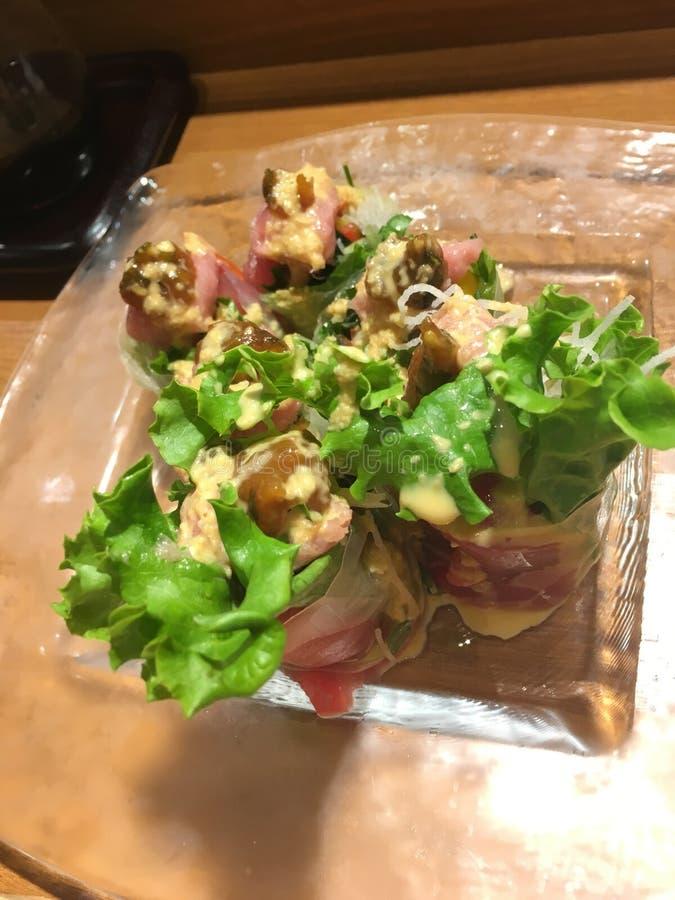 Тунец при овощи предусматриванные с ricepaper стоковое фото rf